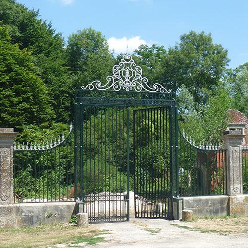 Initiatives77 - Les grilles et le portail rénovés