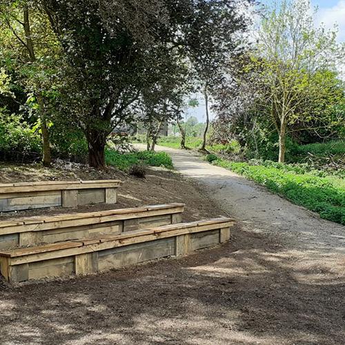 Initiatives77 - Création d'un espace d'accueil avec gradins en bois