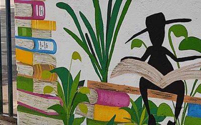 La réalisation d'une fresque décorative sur les murs de l'école à Combs-la-Ville