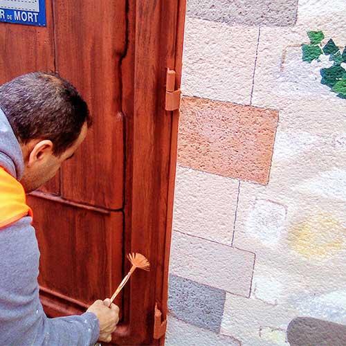 """Initiatives77 - Peinture de la porte en """"effet bois"""""""